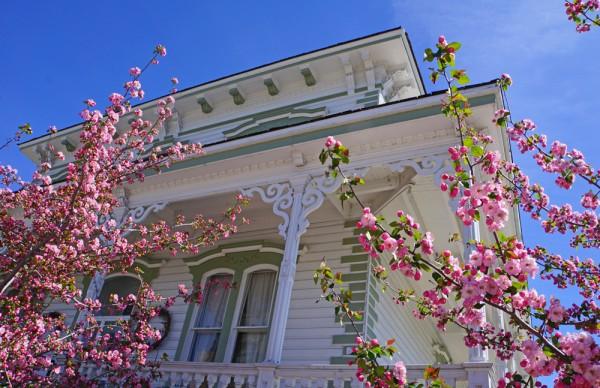 Reno's Lake Mansion